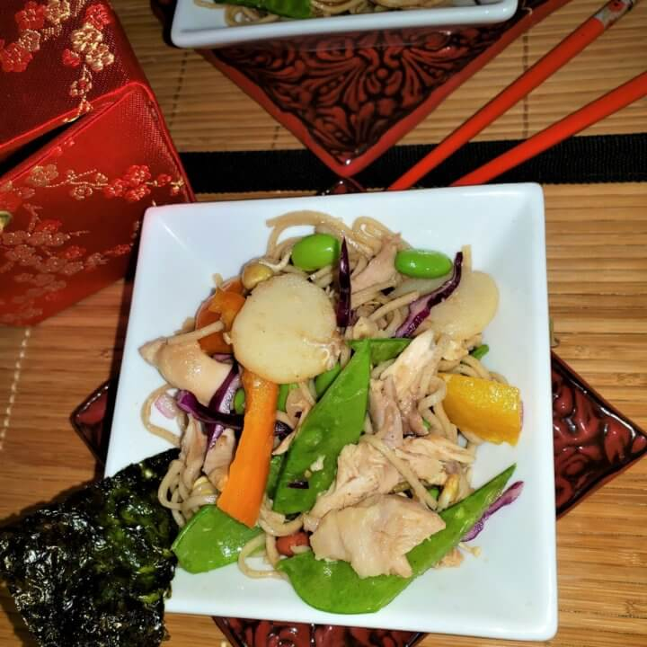 asian-chicken-soba-noodle-salad-in-bowl