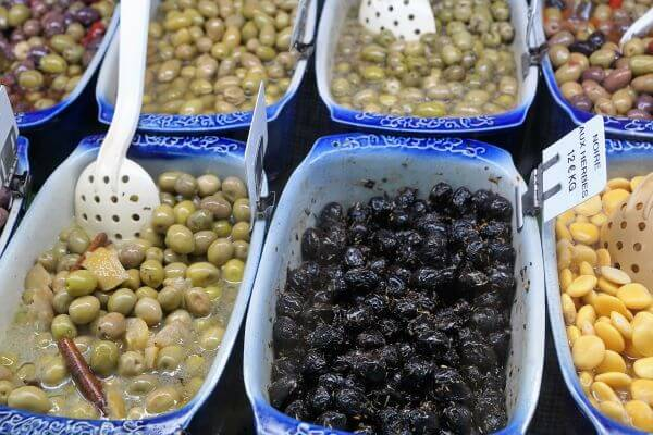 mediterranean white bean and arugula salad