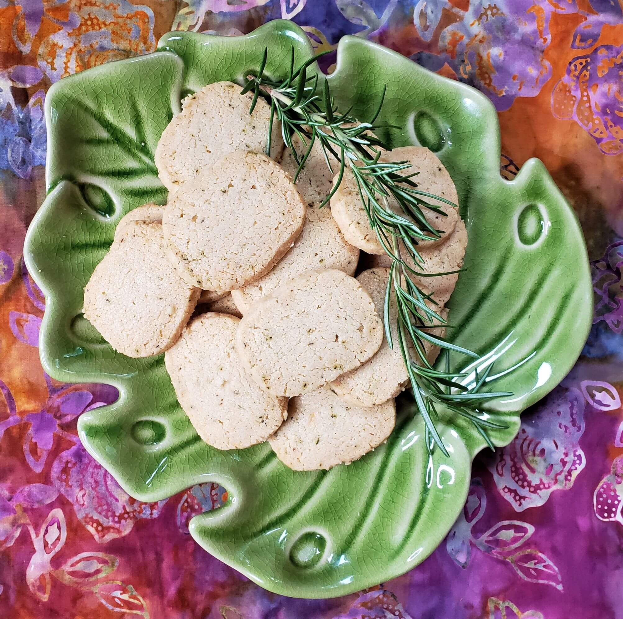rosemary-asiago-crackers-on-leaf-plate