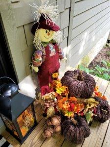 scarecrow-front-door-decor