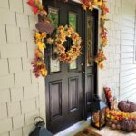 fall-entryway-with-sunflower-wreath