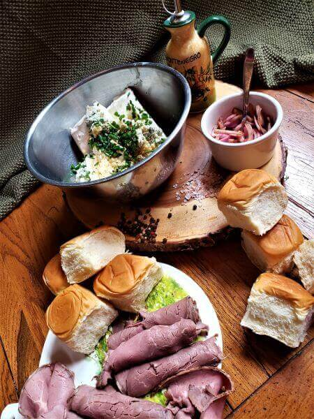 super roast beef and gorgonzola sliders