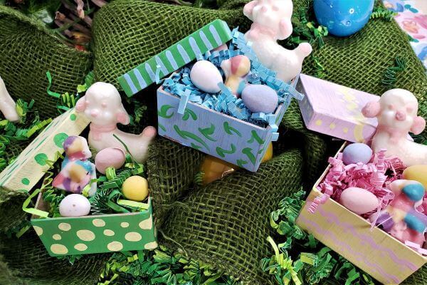 easter egg hunt signs and decorations
