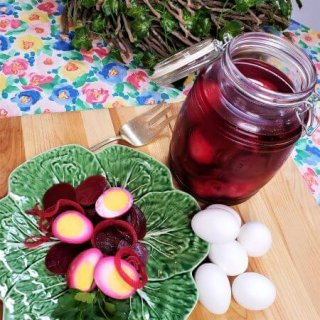 Pickled Eggs and Beets with Onions