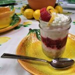 raspberry-cheesecake mason jar parfait