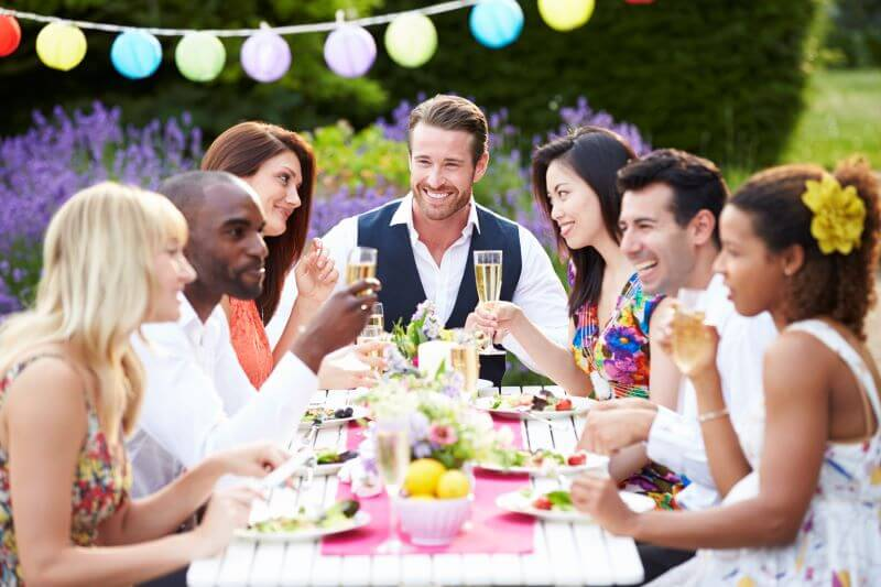 stylish entertaining at home outdoor dinner party