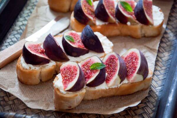 Fresh Fig, Sweet Ricotta and Thyme Toasts