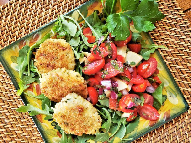 crispy pancetta rice cakes with tomato basil relish