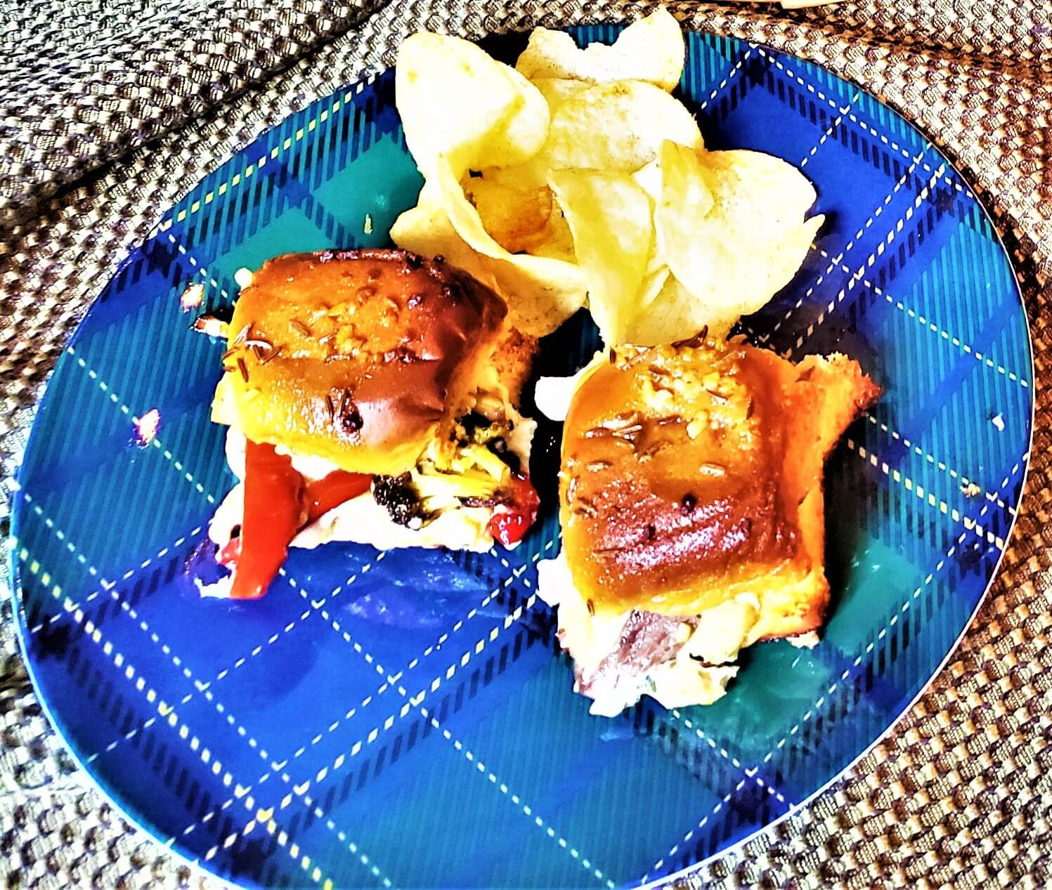 roast beef and gorgonzola sliders