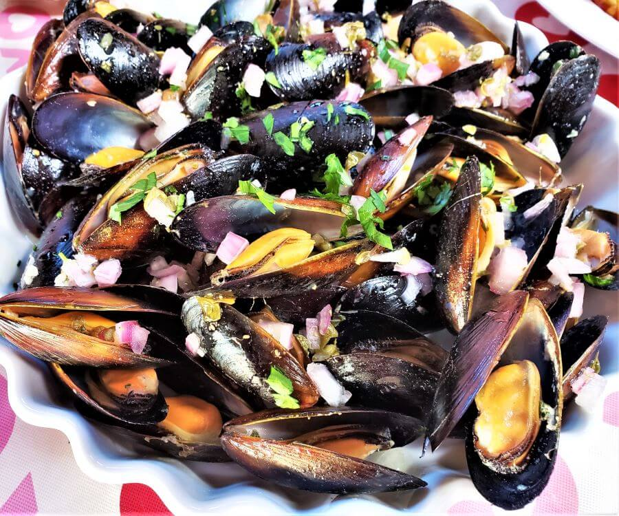 chilled mussels in tangy vinaigrette